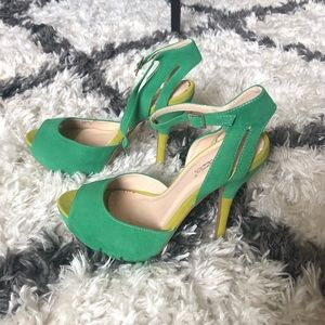 Green Two-Tone Shoedazzle Heels - 8